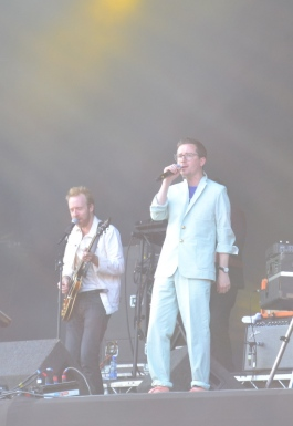 Hot Chip in white suits! Longitude