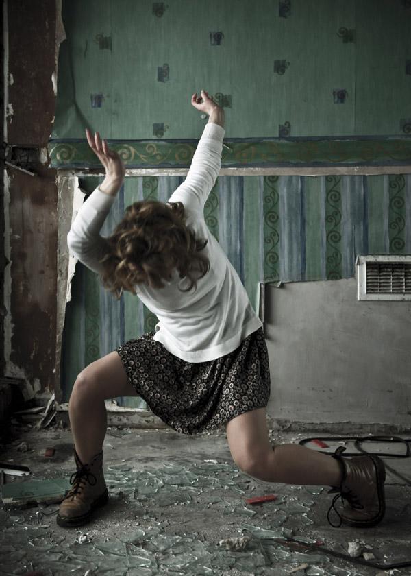 FEATURED-IMAGE-Catherine-Young-Dance_Woman-Stood-Regardless_Credit-Luca-Truffarelli_TRL0238_press
